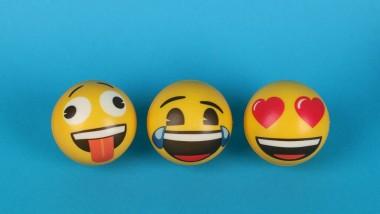Έρευνα γύρω από τα emojis δίνει συμβουλές για φλερτ και επικοινωνία