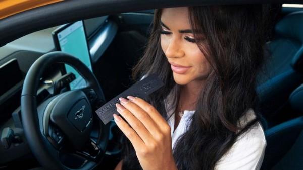 Άρωμα που μυρίζει βενζίνη για τους οδηγούς ηλεκτροκίνητων αυτοκινήτων