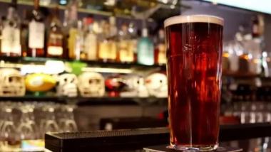 Ήπιε 51 ποτά σε 51 pub μέσα σε 24 ώρες και πάει για το ρεκόρ Guinness
