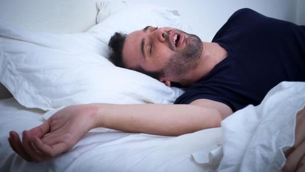 Άνδρας κοιμάται 300 ημέρες τον χρόνο