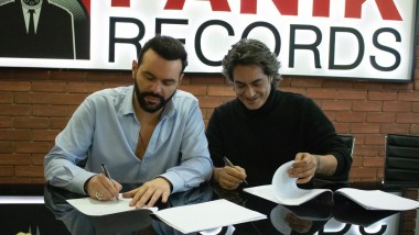Ο Διονύσης Σχοινάς στην οικογένεια της Panik Records!