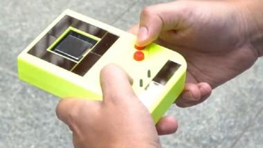 Κοσμοtechnology: Το Game Boy που δε χρειάζεται μπαταρίες