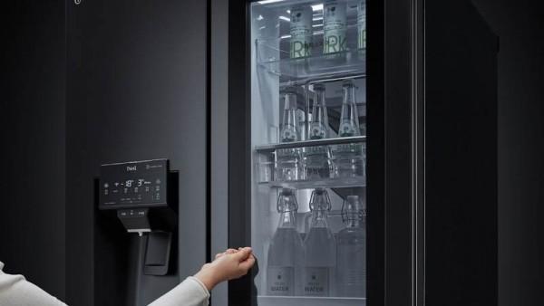Κοσμοtechnology: Τα νέα ψυγεία που ανοίγουν την πόρτα τους με τη φωνή σου