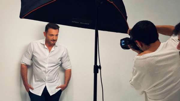 Χρήστος Μενιδιάτης: Backstage από τη φωτογράφιση για το νέο του single