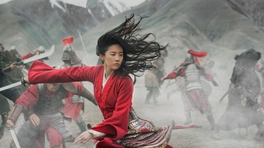 Cine news: Η «Μουλάν» θα κάνει τελικά την πρεμιέρα της κατευθείαν στο Disney+