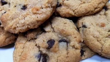 Η συνταγή της ημέρας: Εύκολα μπισκότα φυστικοβούτυρου με σοκολάτα